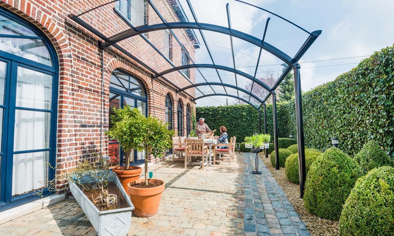 installer un auvent de terrasse : le travail d'un spécialiste | bozarc