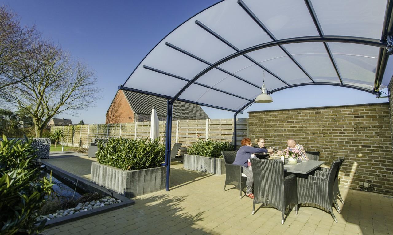 profitez plus de votre terrasse avec un abri bozarc. Black Bedroom Furniture Sets. Home Design Ideas