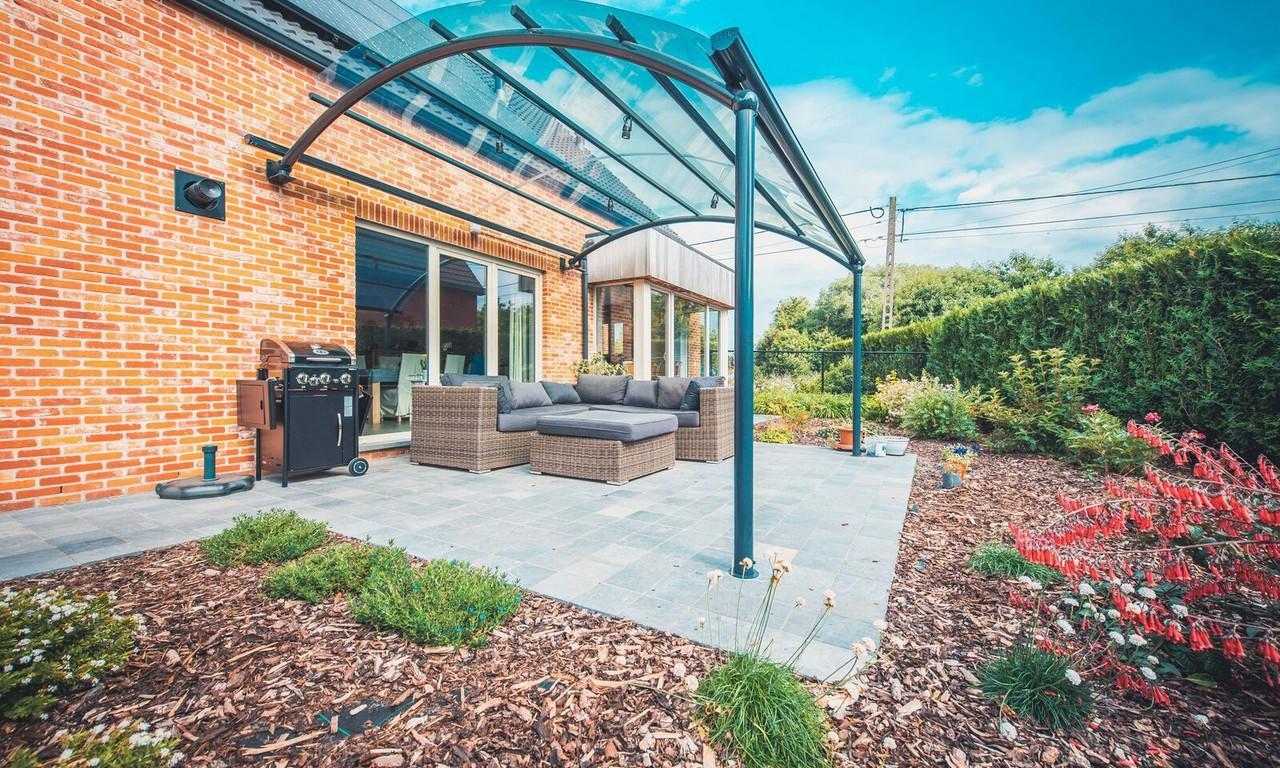 un abri de terrasse design au meilleur prix bozarc. Black Bedroom Furniture Sets. Home Design Ideas