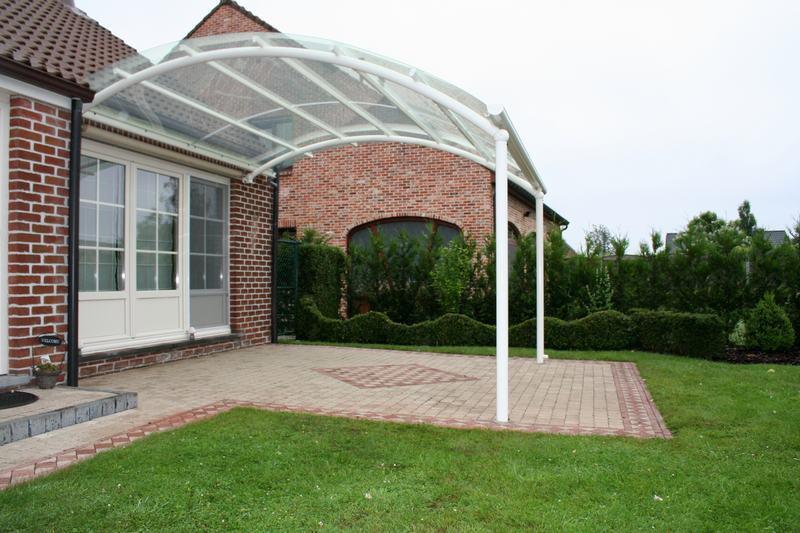 Un auvent de terrasse aussi pour votre jardin bozarc - Auvent de jardin en toile ...