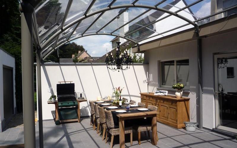Un jardin de r ve installez un abri de terrasse en aluminium comines - Auvent transparante terras ...